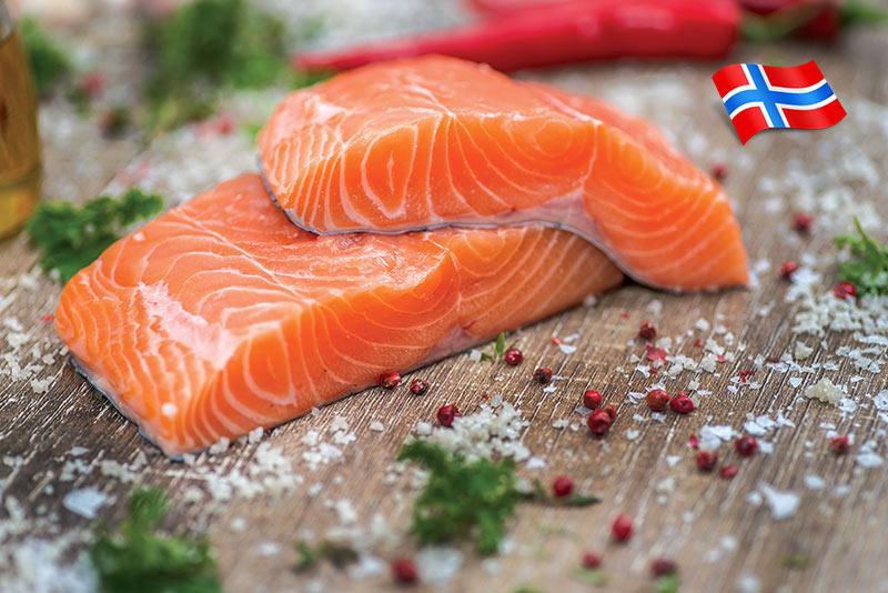 Как загиващата рибна индустрия в Норвегия убеди японците да прибавят сьомга към сушито си